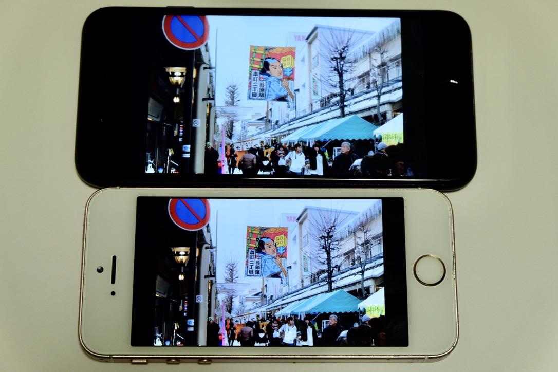 iPhone SEローズゴールドとiPhone 7ジェットブラックの画面比較