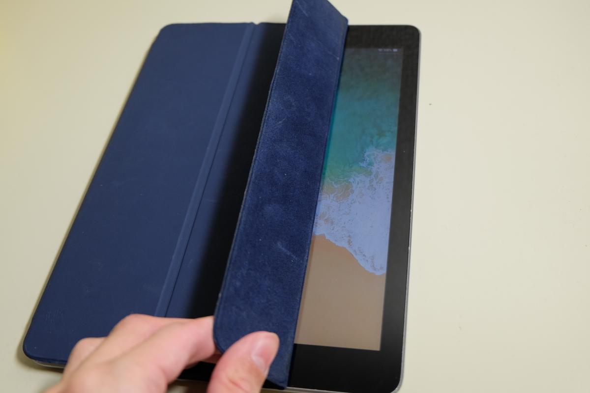 Smart Coverの開け閉めで画面のオンオフが可能