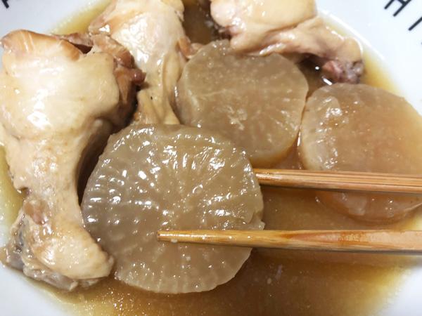 鶏とカツオの旨みが染み込んだ大根
