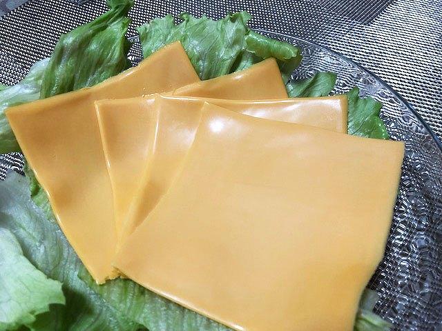 【業務スーパー】業務用チェダー・スライスチーズがコスパ最高で美味しいと評判!