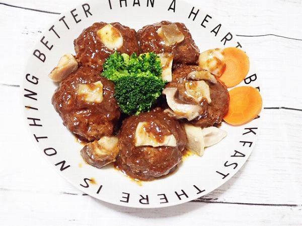 【業務スーパー】冷蔵庫に常備したいチルド総菜!神コスパで激うま煮込みハンバーグ!