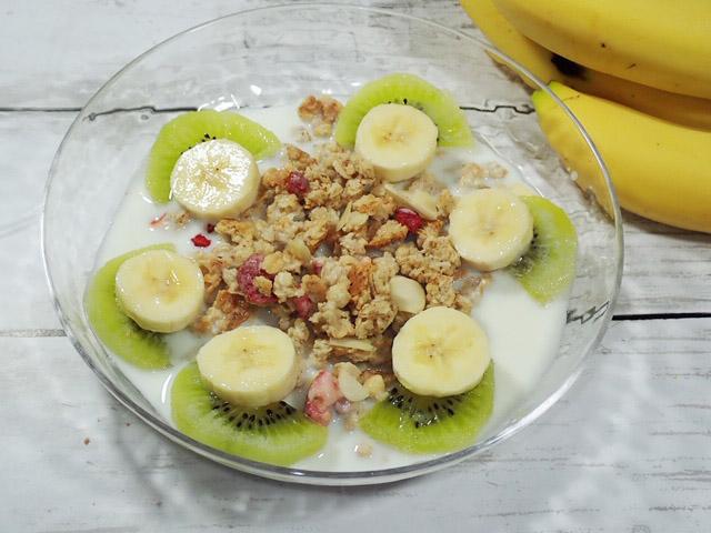 【業務スーパー】「いちごとナッツのグラノーラ」でヨーロッパの朝食を!