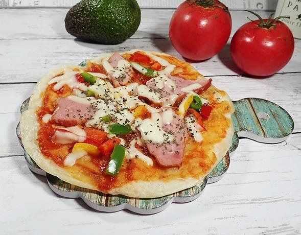 ショルダーハムのピザ