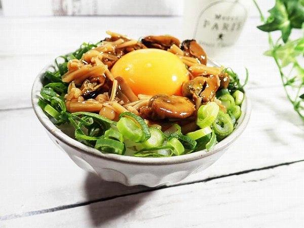ムール貝となめ茸の卵かけご飯