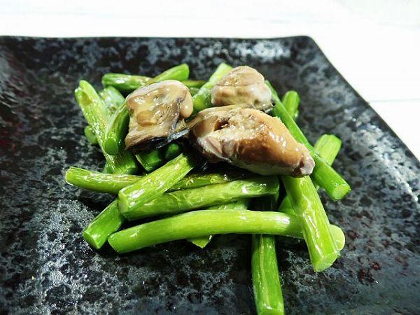 牡蠣とにんにくの芽炒め