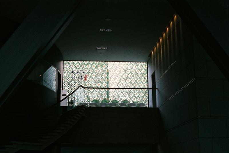 華窓  (東京現代美術館) Minolta SR-1 SUPERIA X-TRA 400