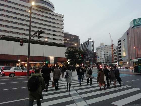 ホテルニューオータニ博多前の横断歩道 モトックスワールドワインフェスティバルの行き方