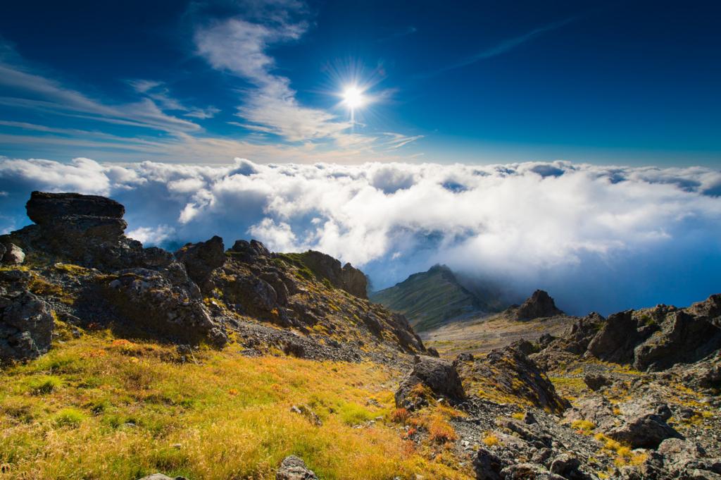 アルプス峰と空と雲海