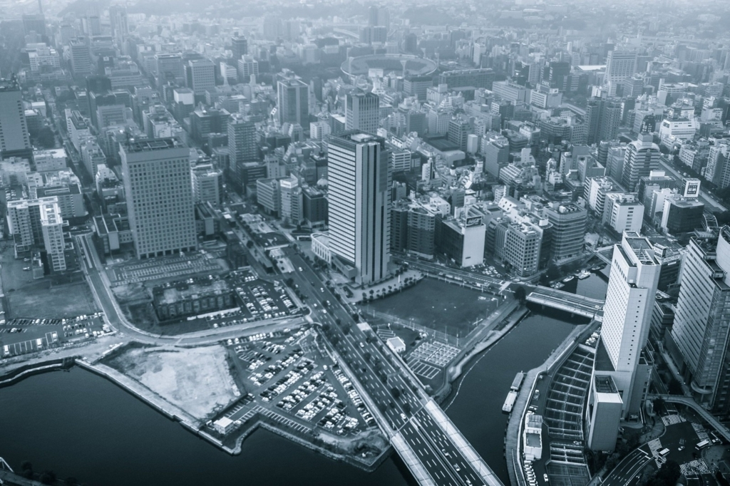 モノクロ 都会の街並み(空撮)