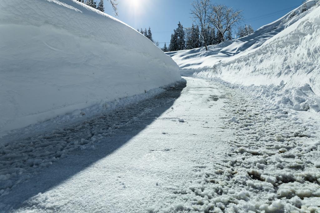 除雪した雪道