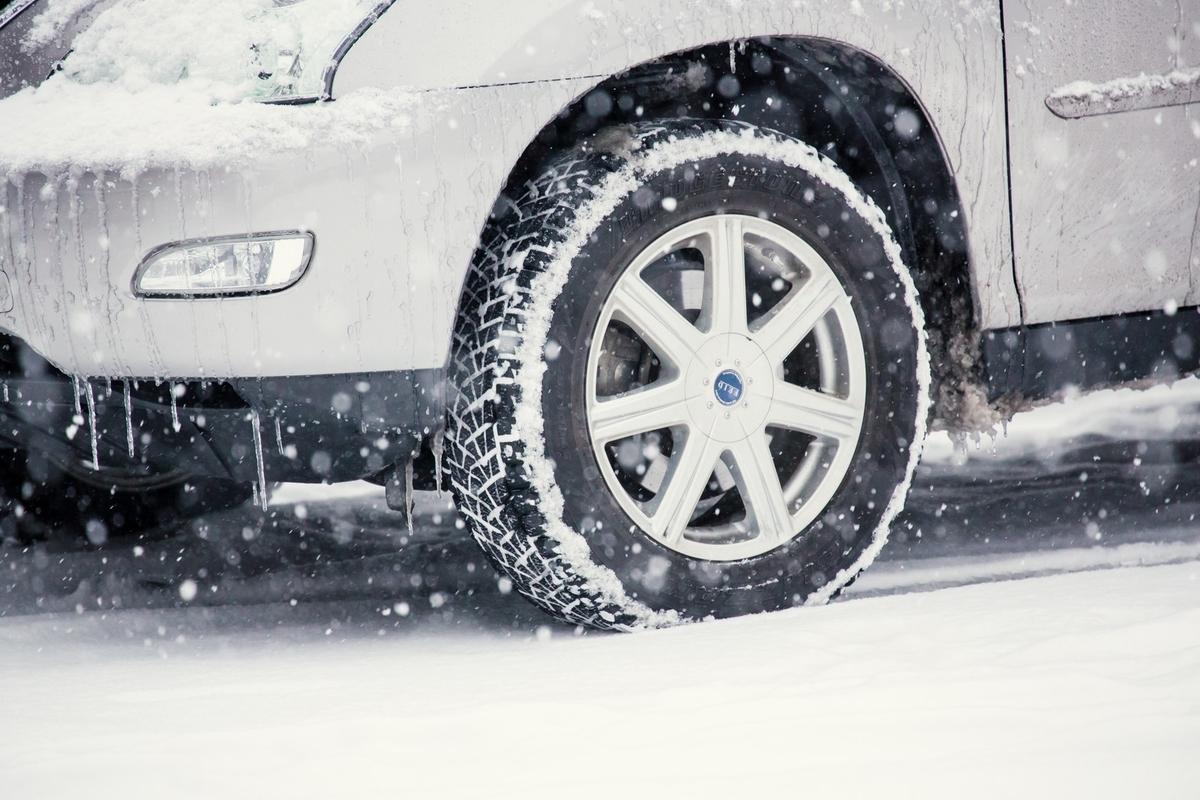 車とタイヤと雪