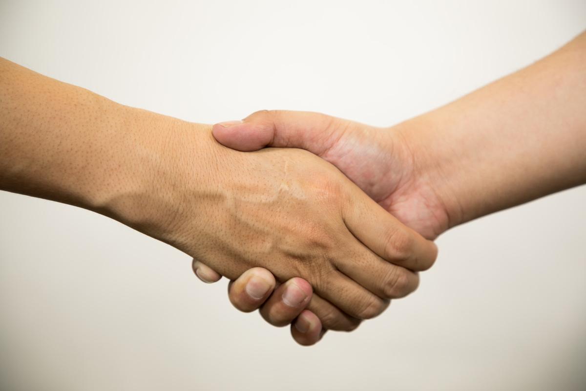 握手がっちりのフリー画像(写真)