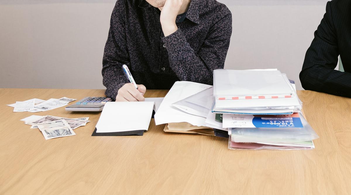 個人と取引する場合、支払調書は必要ですか?のフリー画像(写真)
