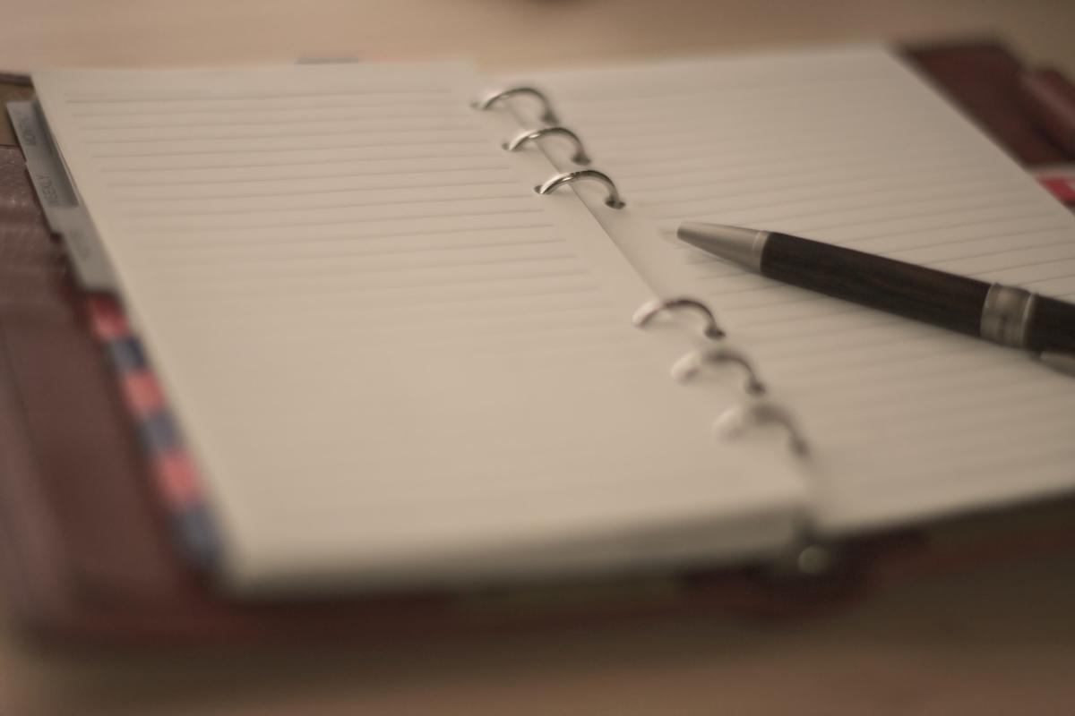 ノートとペンのフリー画像(写真)