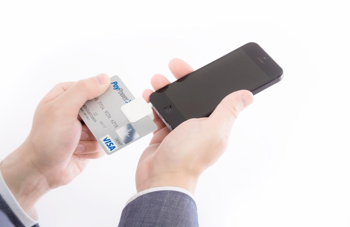 スマホでクレジットカード決済する(スクエア)のフリー画像(写真)