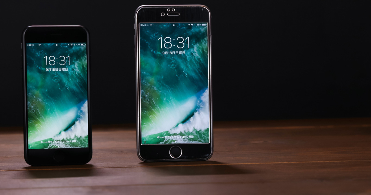 4.7インチと5.5インチのサイズ比較(スマートフォン)のフリー画像(写真)