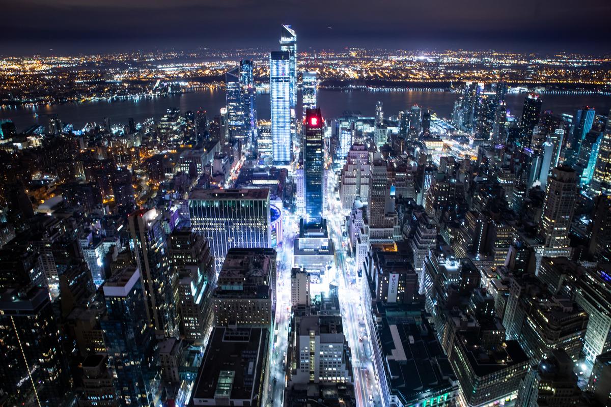 光り輝くニューヨークの夜景のフリー画像(写真)