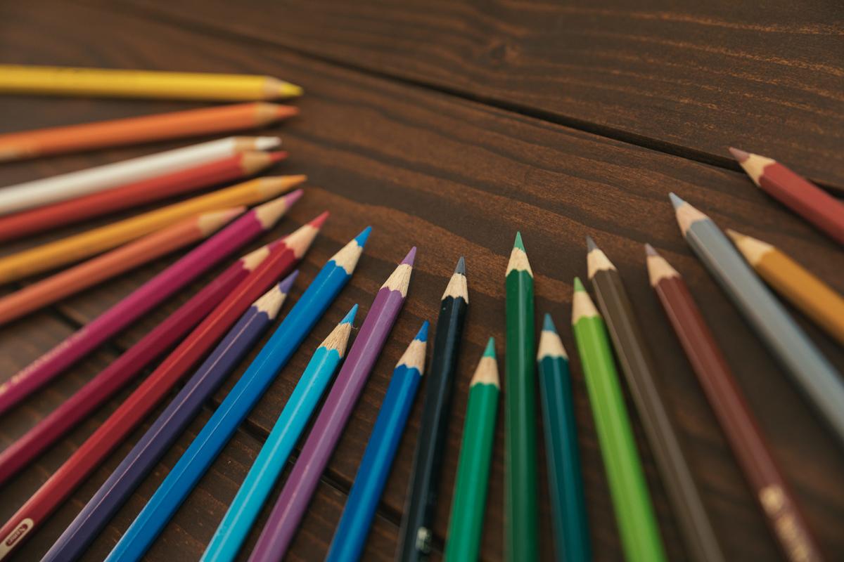 デザイン系の資料に使いやすい色鉛筆のフリー画像(写真)
