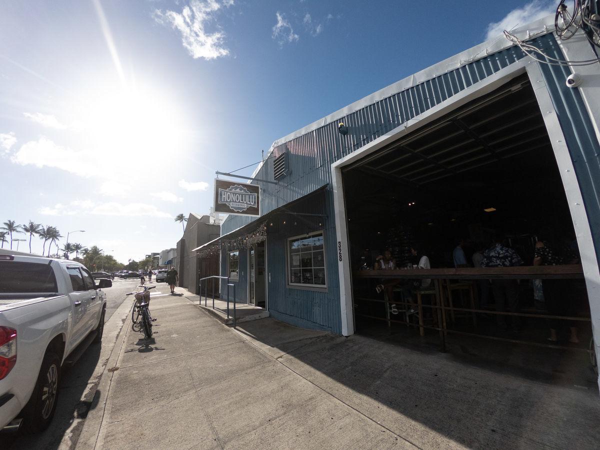 ハワイのクラフトビールショップの写真素材
