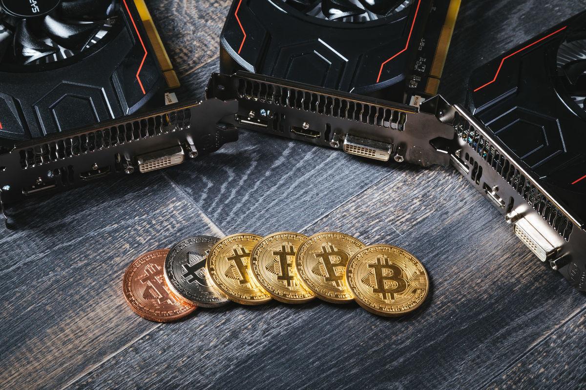 マイニングでビットコインを稼ぐの写真素材
