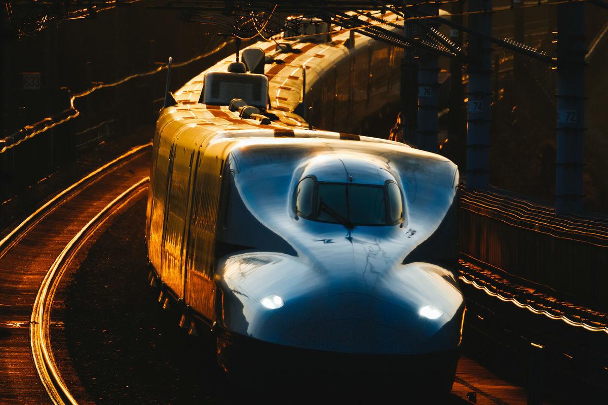夕闇を走るN700系の写真素材