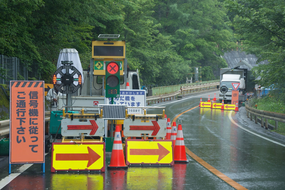 道路工事による片側交互通行の停止場所の写真素材