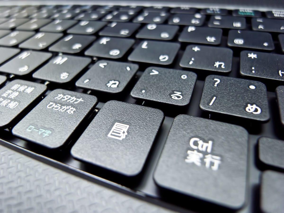 ノートPCのキーボード(日本語)の写真素材