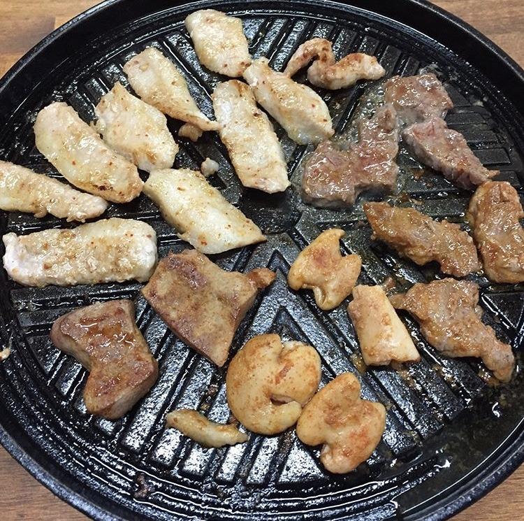 むつ市、三代目藤村商店ホルモン焼き