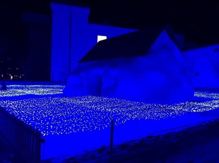 十和田市現代美術館前アート広場のイルミネーション