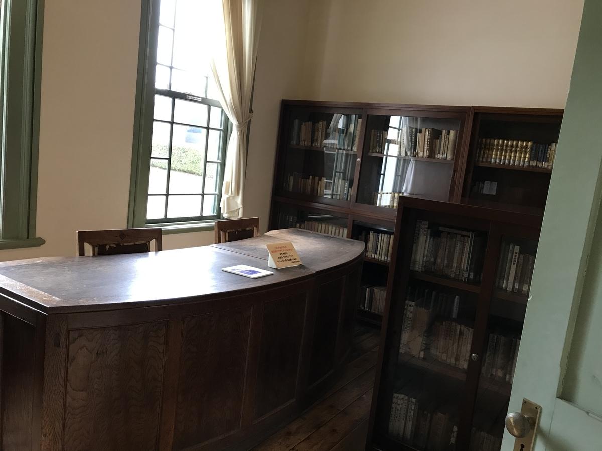 旧弘前市立図書館の館内