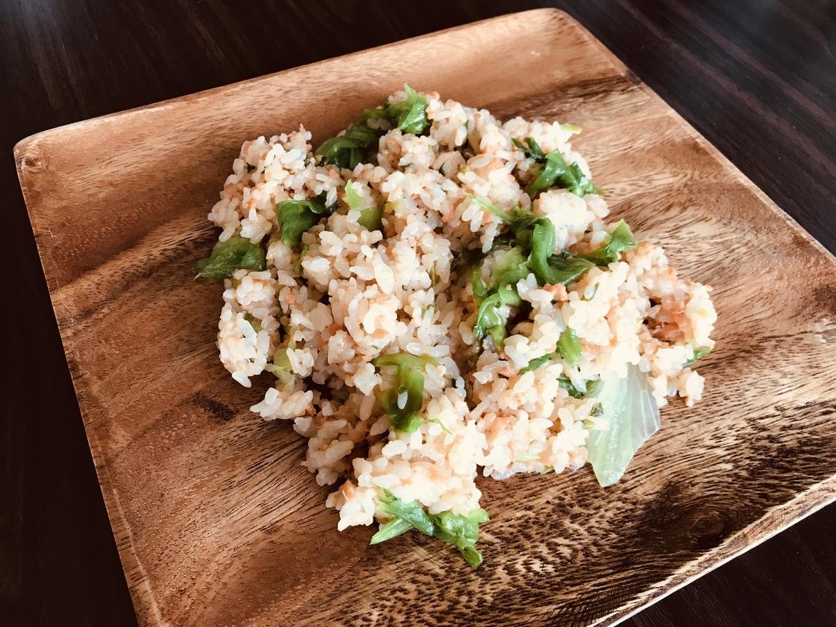 鮭フレークとレタスの炒飯