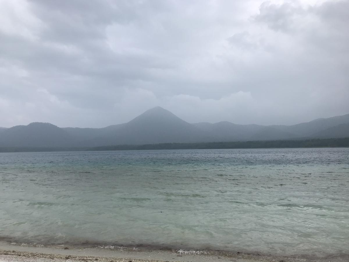 恐山の極楽浜、宇曽利山湖