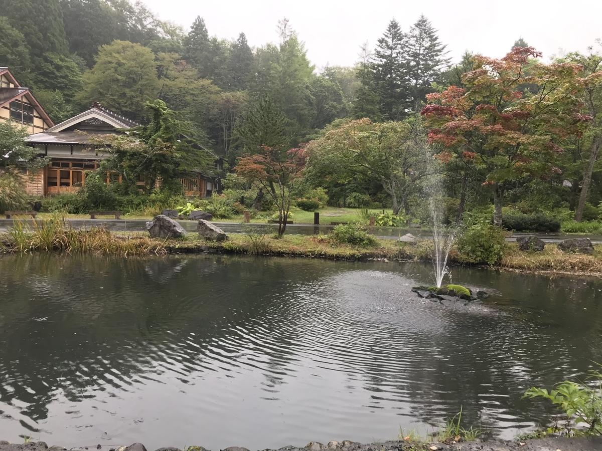 青森市、蔦温泉の池