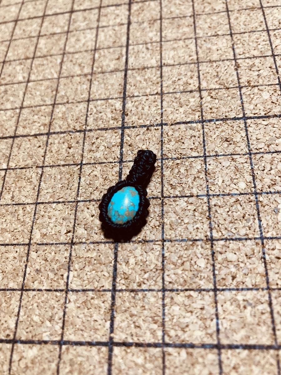 マクラメ天然石のペンダントトップ
