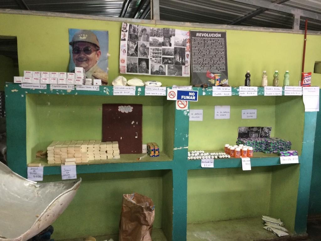 キューバの物資配給所