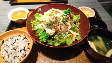 6/12 夜 炭火焼きチキンバジルサラダ定食@大戸屋
