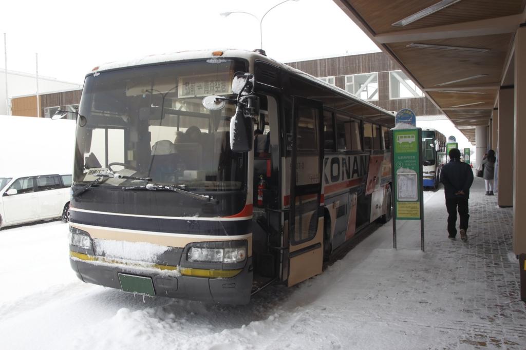 駅の構内のバス