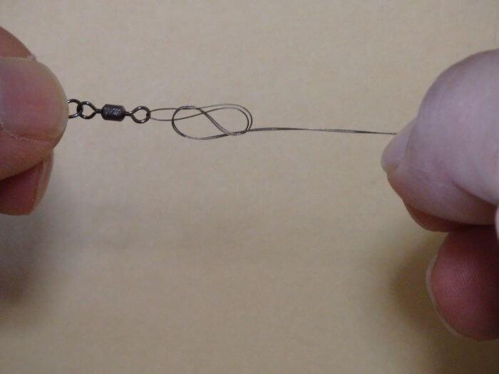 ワイヤーハリスを2等分した状態でチチワ結びをした写真