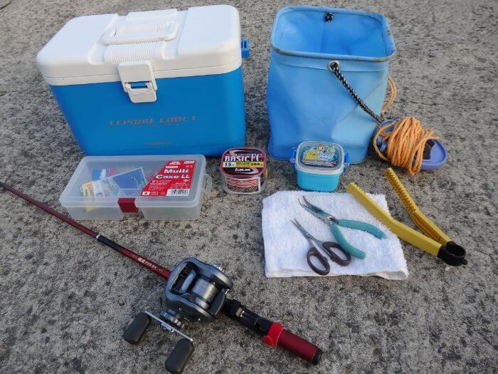 穴釣りをするときに持って行く釣り道具の写真