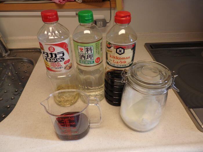 アジのみりん干しを作るのに必要な調味料の写真
