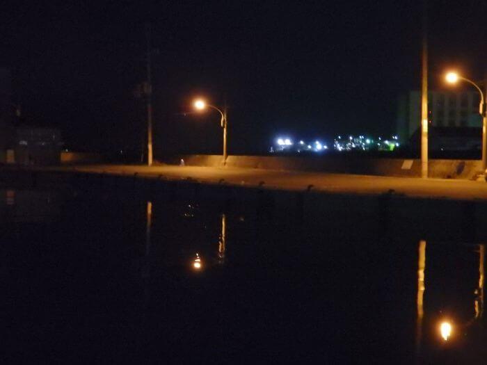 メバル釣りの定番スポットである漁港の写真