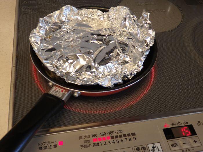 カサゴの煮付けを作るとき落としフタをした写真