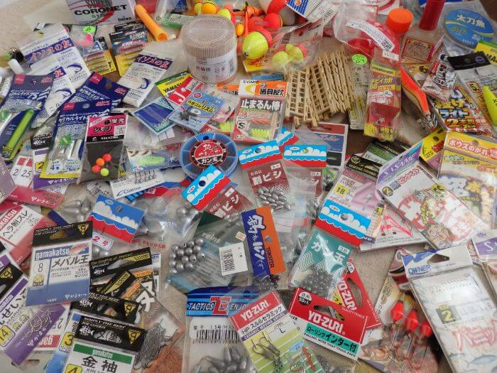 釣り道具(小物類)を全て出し1ヵ所に集めた写真