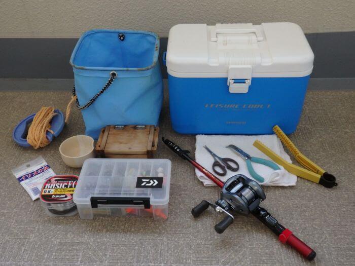 アブシンを堤防際の探り釣りで狙うときに持って行く道具の写真