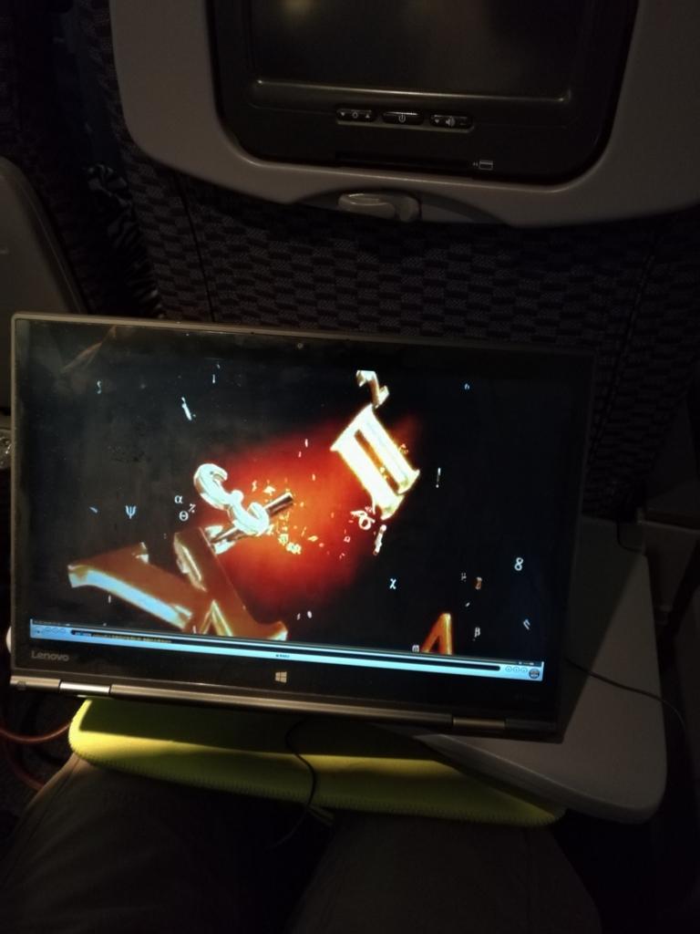 ユナイテッド航空エコノミークラスとX1 Yoga
