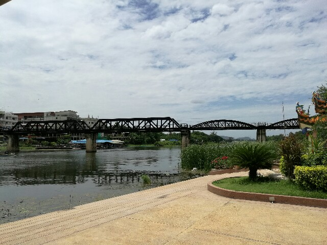 クゥエー川鉄橋