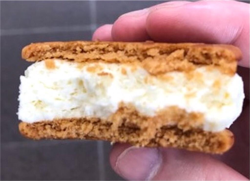ファミリーマート 食べ比べ バタービスケットサンド チーズ