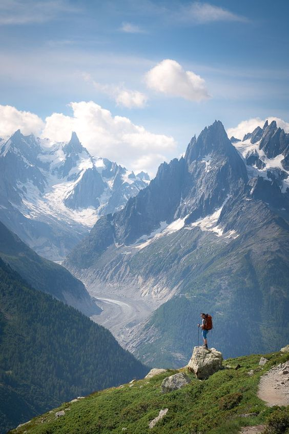 https://jesswandering.com/blog/tips-for-hiking-the-tour-du-mont-blanc-as-a-family