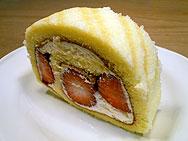 苺のメープルロールケーキ