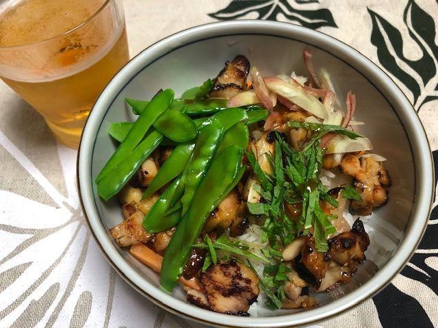 鶏絹さや丼とビール